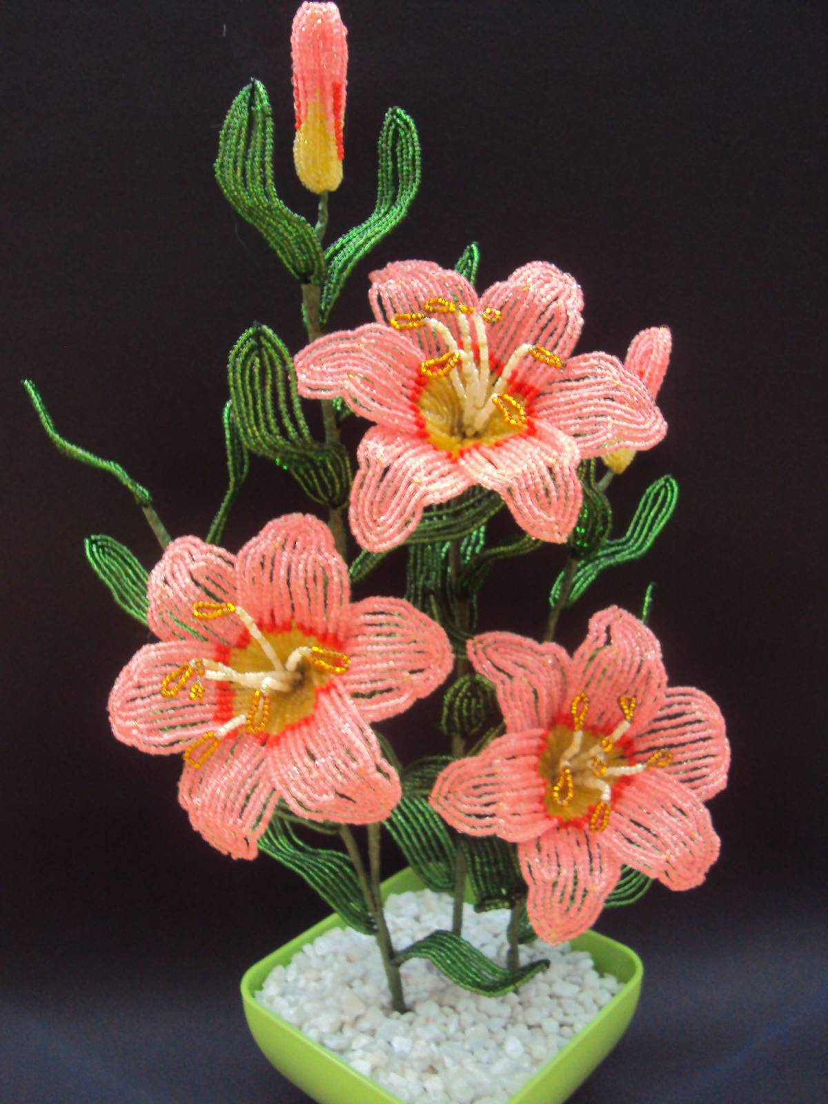 Фото лилии цветы из бисера 5.